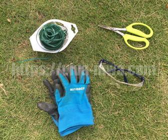 バラの誘引と剪定に使用する道具