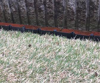 芝生の根止めの高さ